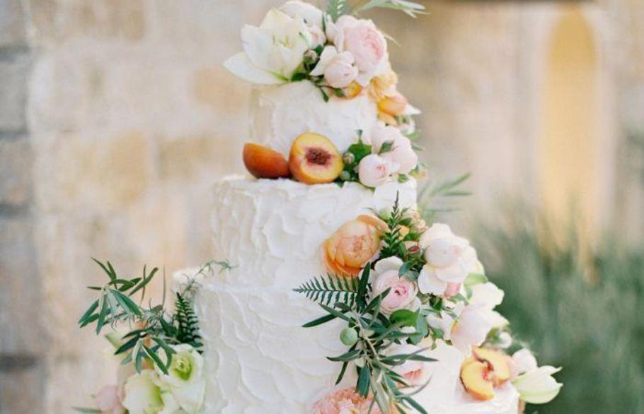 Выбираем торт на серебряную свадьбу: идеи декора с фото
