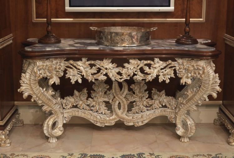 Красивая резная мебель