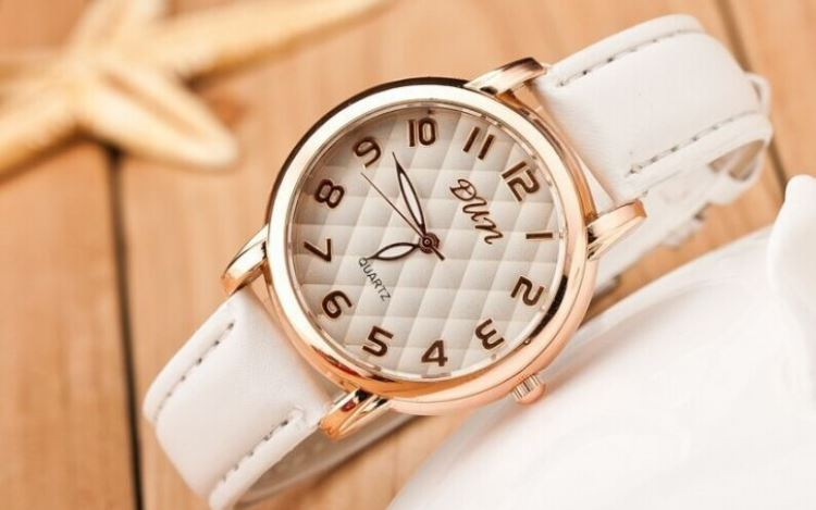Модные часы с гравировкой