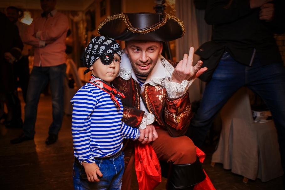 Оформление пиратской вечеринки. Костюмы, аксессуары, имена