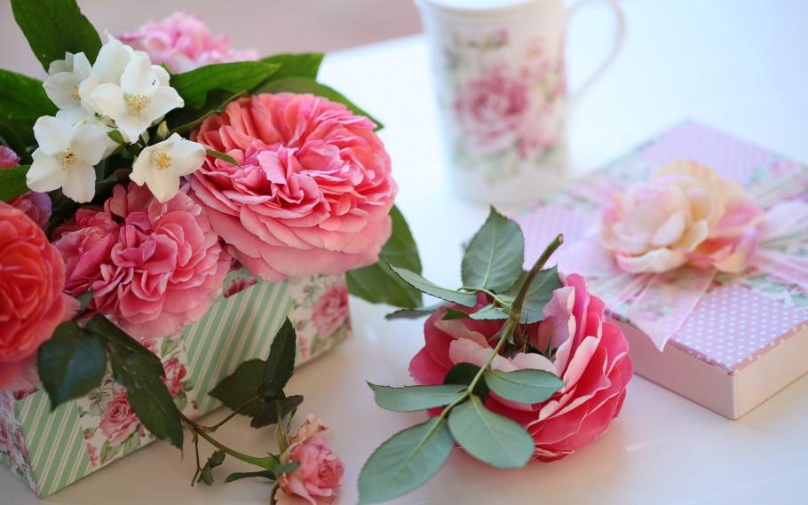 Оригинальные идеи подарков маме на 55 лет: дарим пользу и радость