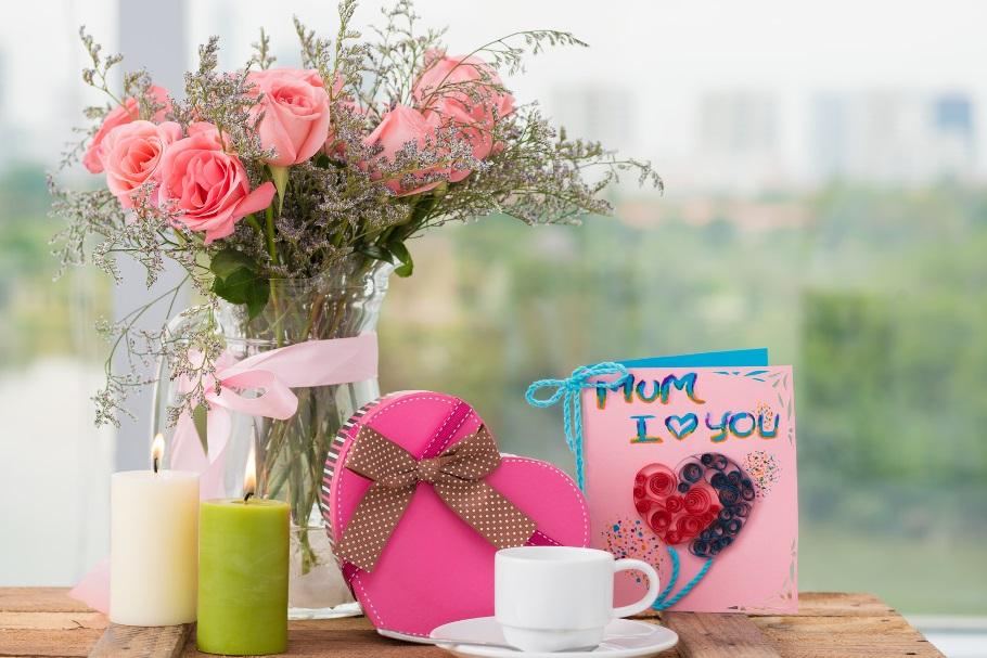 Подарки маме на день рождения 50 лет: что подарить от дочери и сына